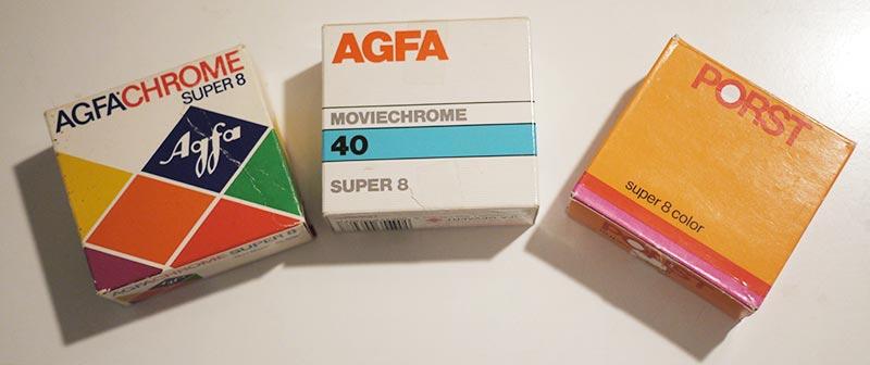 Alte Super-8-Filme, die man besser erstmal sein lässt. Hier fehlt noch der Kodachrome 40 in der gelben Schachtel.