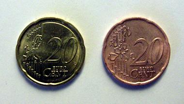 Galvanisierte Münze: vorher - nachher